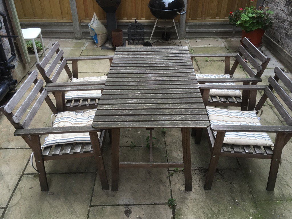 £40 outdoor table and chairs