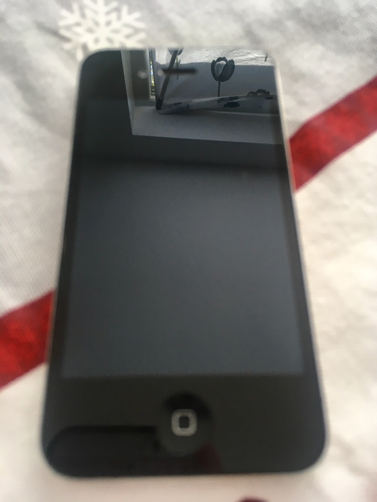 iPhone 4 UNLOCKED 16GB + accessories