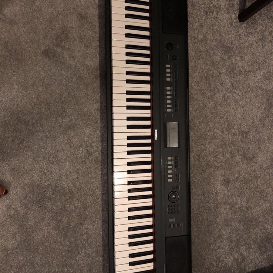 Yamaha keyboard piaggero np v80