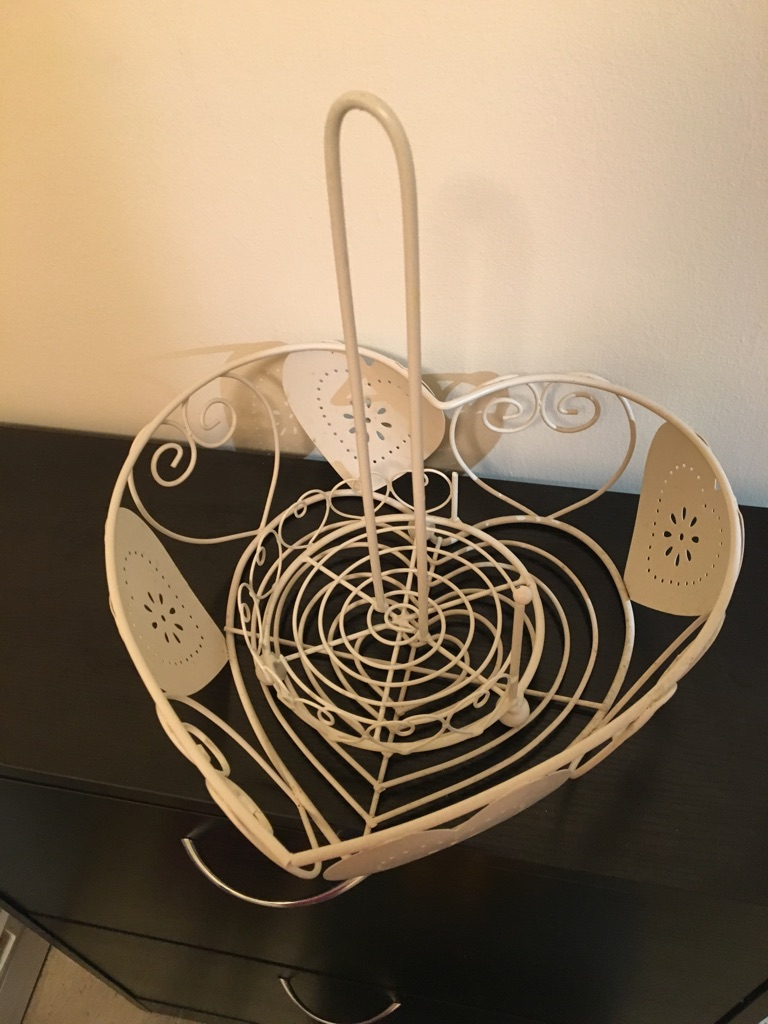 Cream fruit bowl towel holder