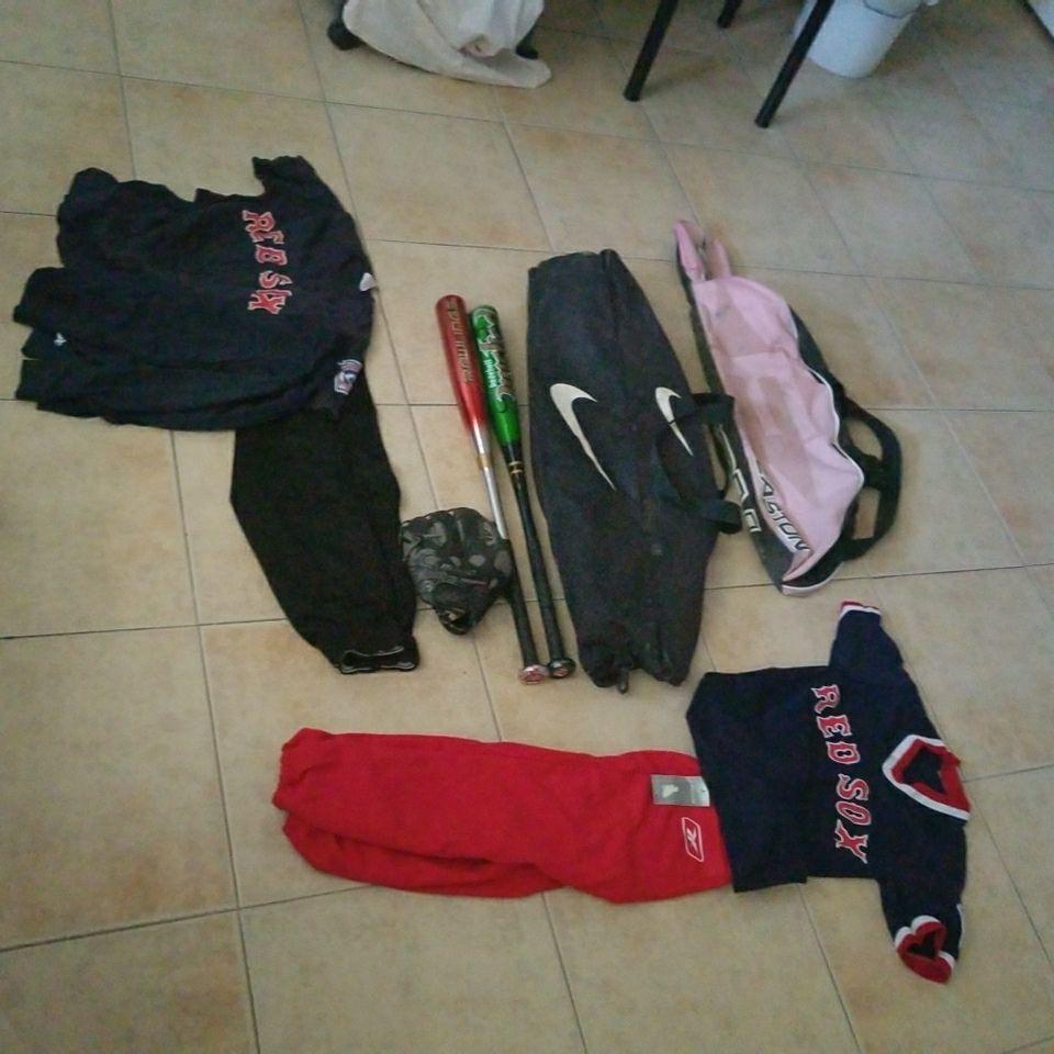 GIRL BASEBALL BAG $5 BOYS BASEBALL BAG $5 BATS $20 FOR BOTH  METAL BATS GLOVR IS FREE  UNIFORM CLEAN NEW WAS NEVER USE RED PANTS $10