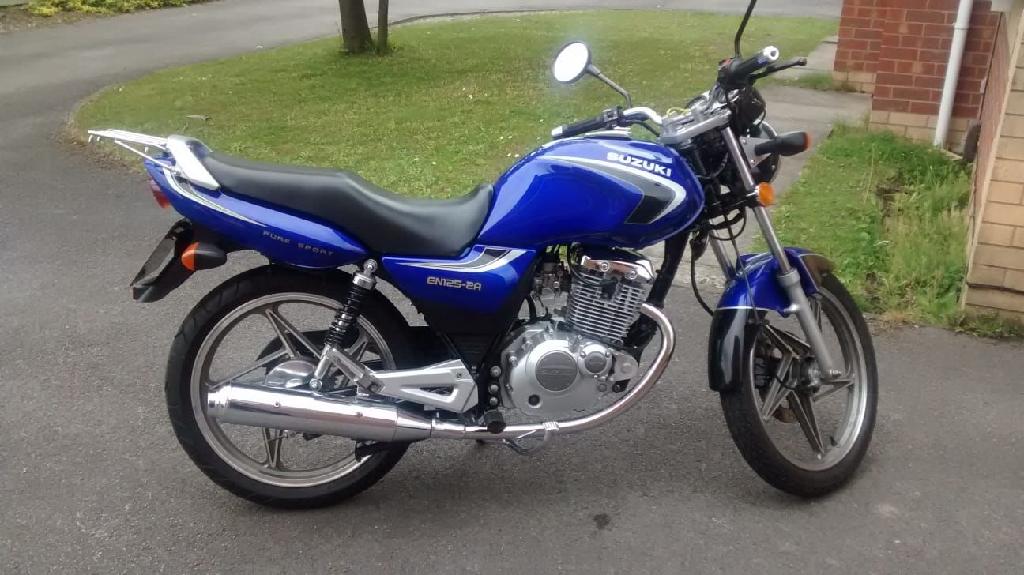 Suzuki EN125 2A in Suzuki Blue