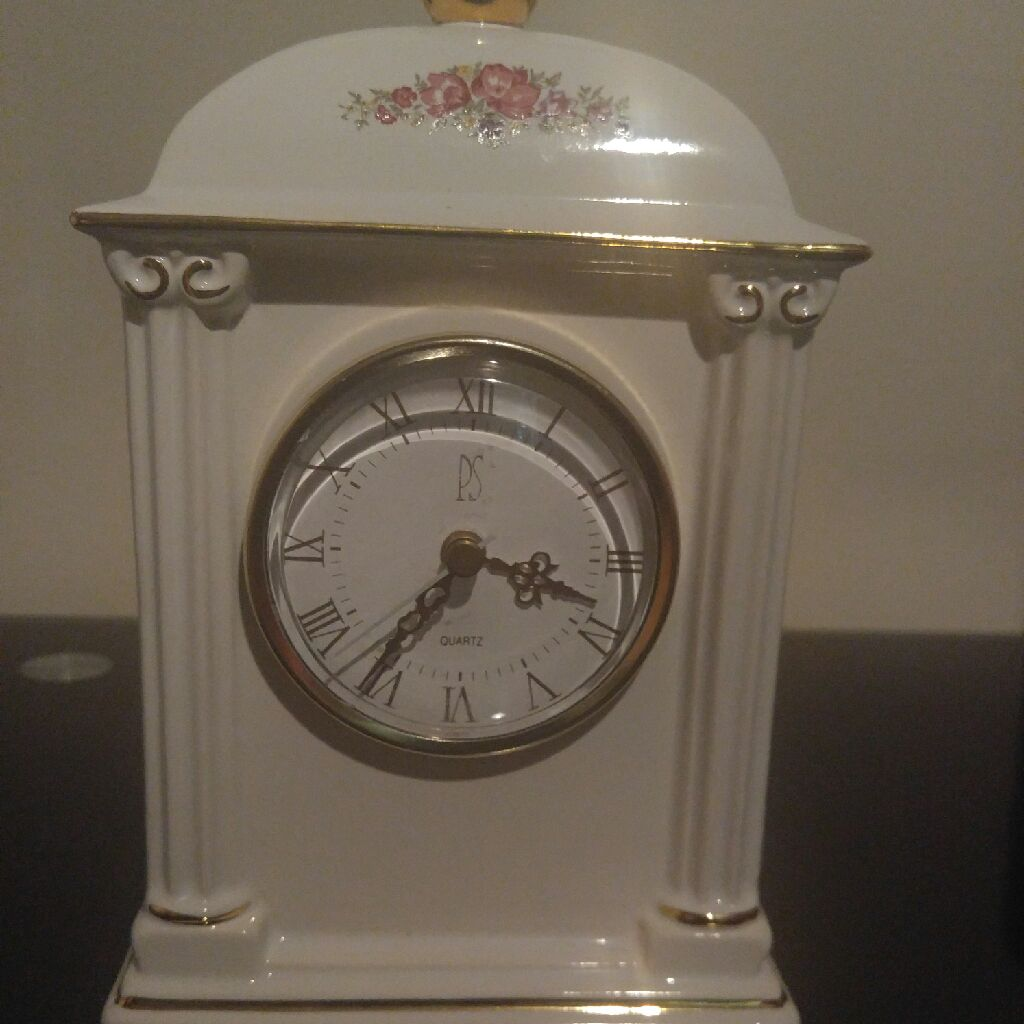 Limited edition porclin clock New condition