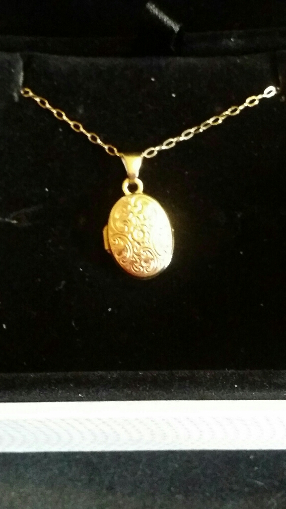 9ct gold Small Locket & Chain