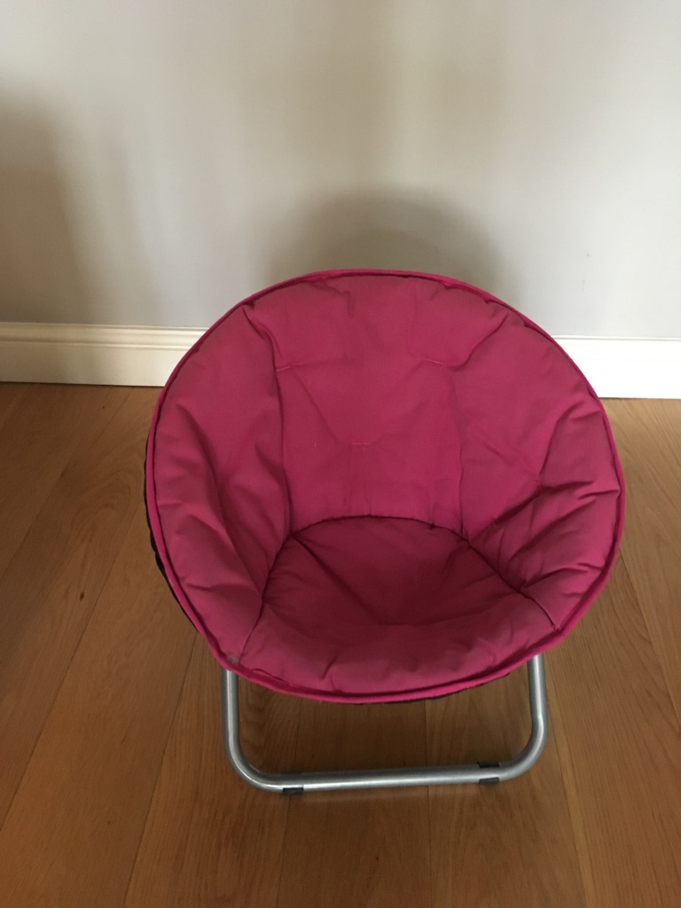 Girls small pink fold away padded bucket chair