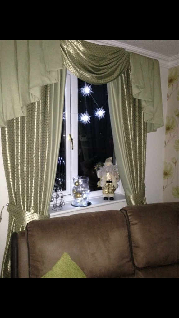 Thermal lined curtains and swags and tails pelmet