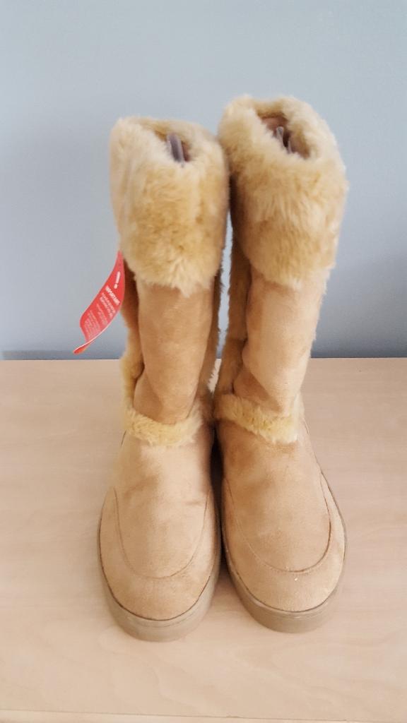 South beige faux fur boots