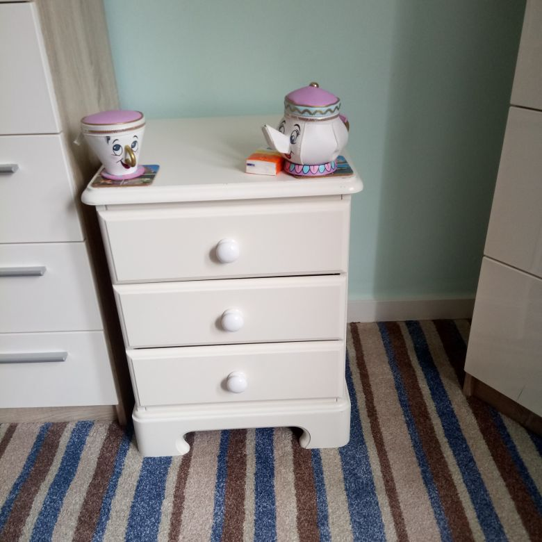Sheredon fine furniture collection. 2x3 bedside drawers