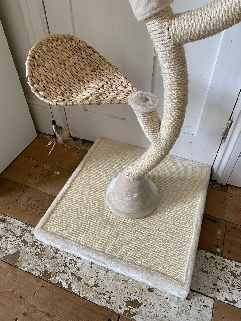 Large Cat tree, in great condition