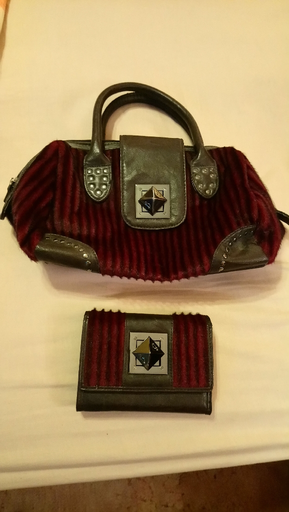 Short handled bag with matching purse. Faux Fur (Italian)