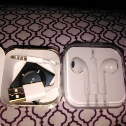 iPod shuffle open package but never use includes earbuds