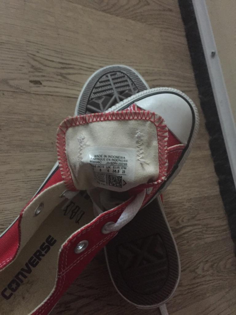 Converse size 4 unisex