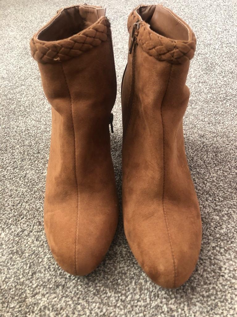 Size 6 boots / shoes