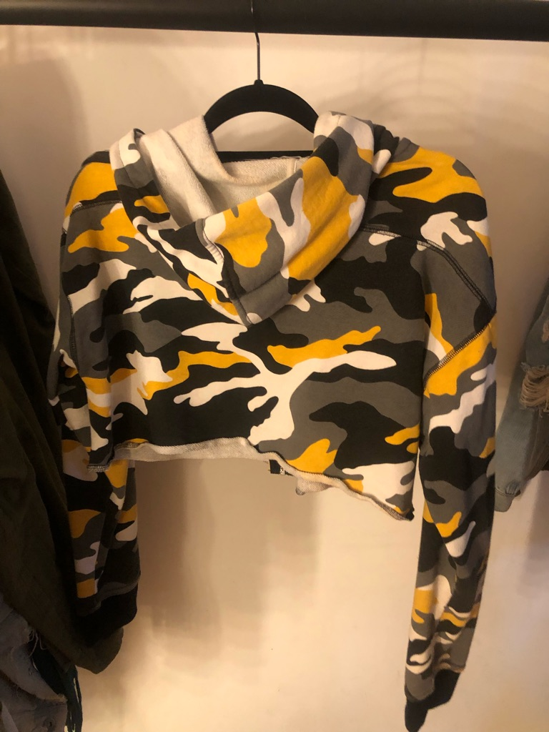 Cropped hoodie size L