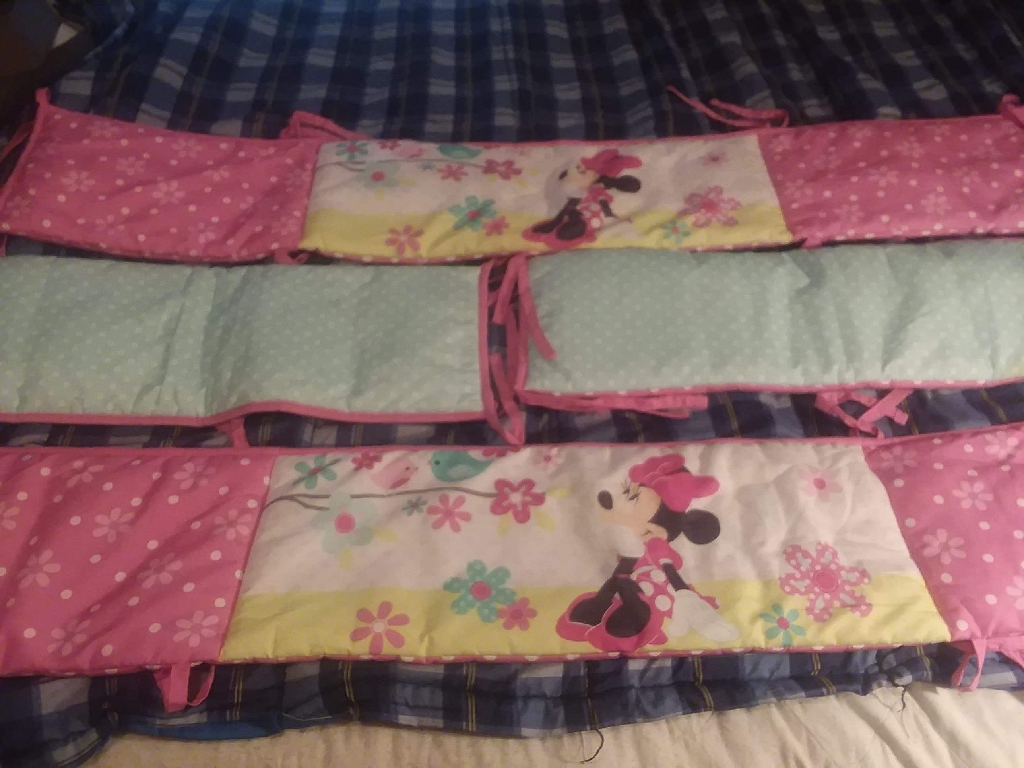 Minnie mouse 4 piece crib bumper