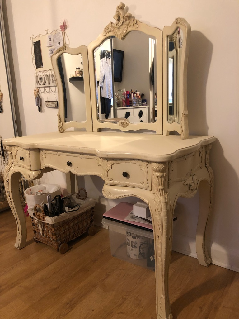 Cream dressing table with mirror and standing mirror