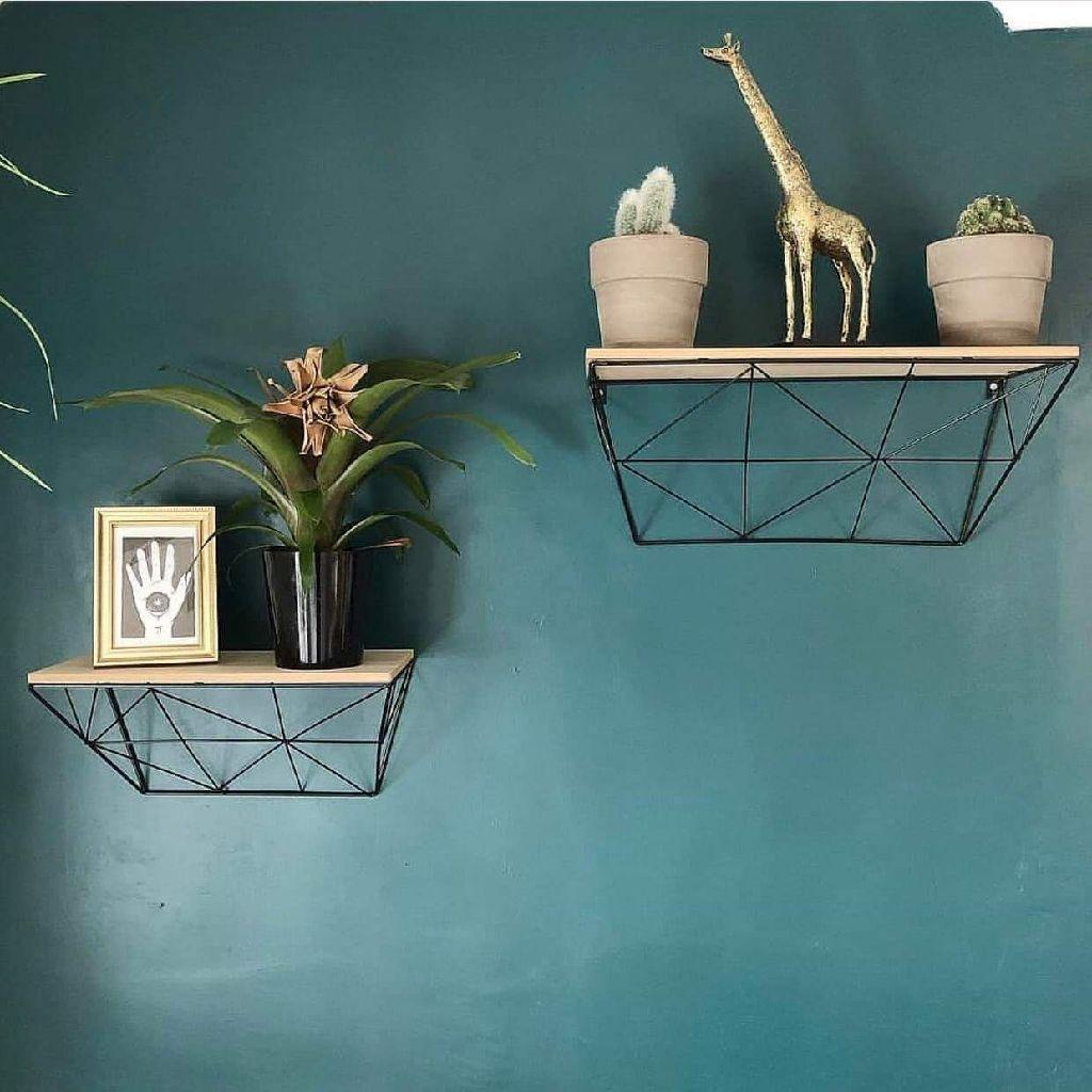 Set of 2 geometric shelves