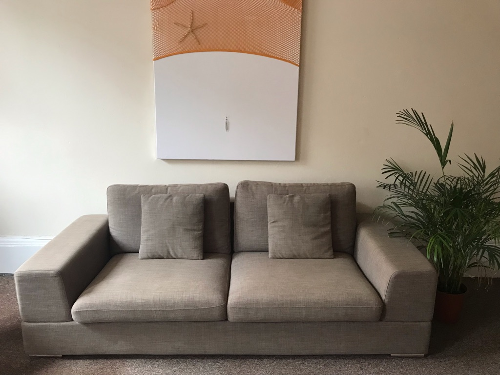 Modern couch - good as new (bargain!)