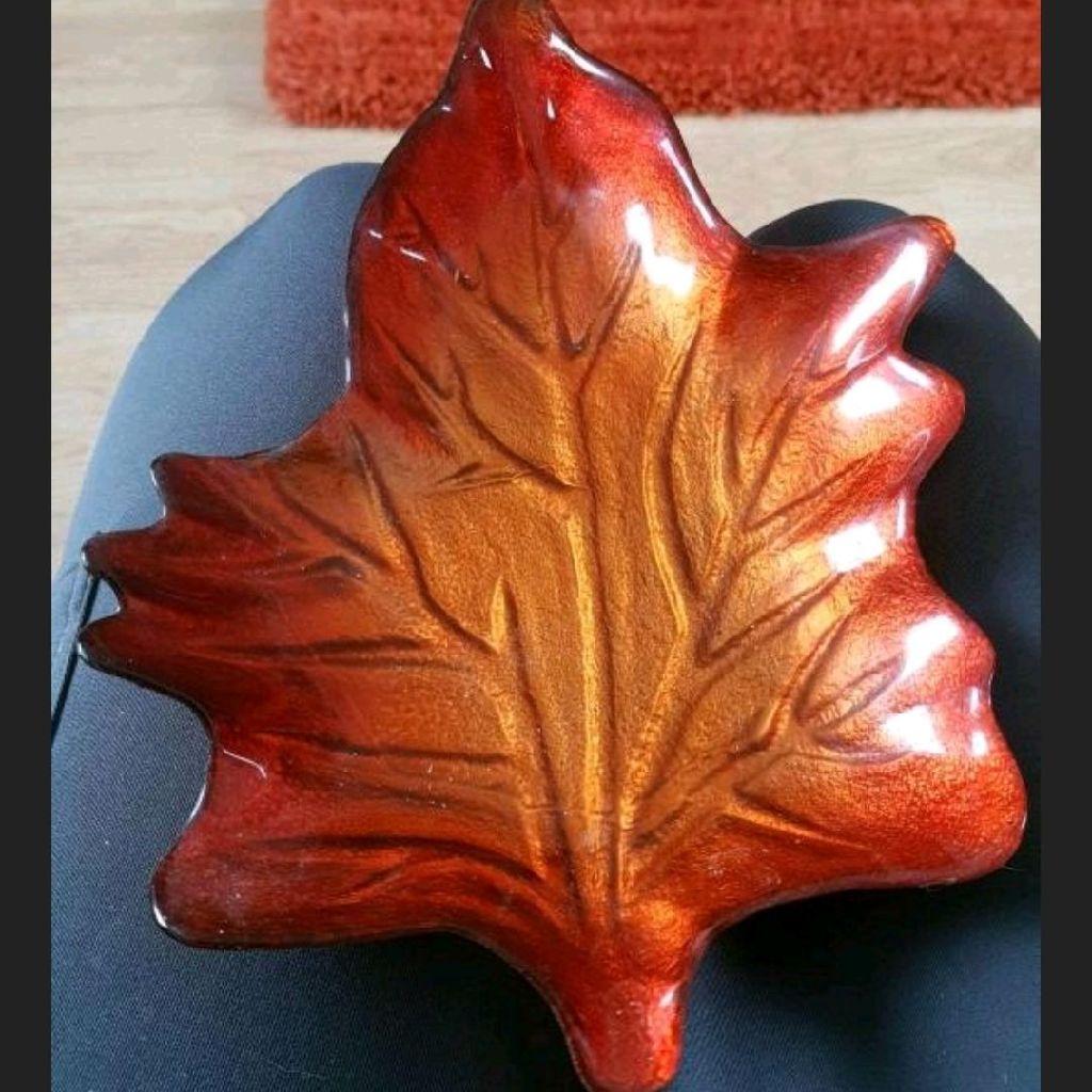 Glazed leaf plate