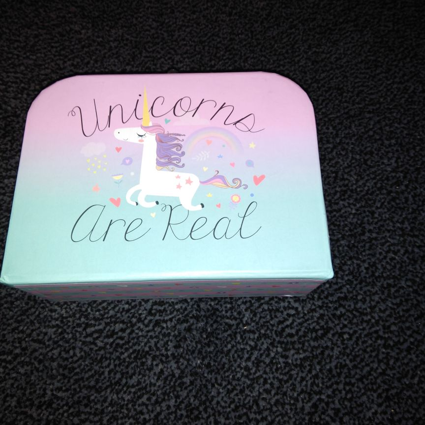 Unicorn boxes x4