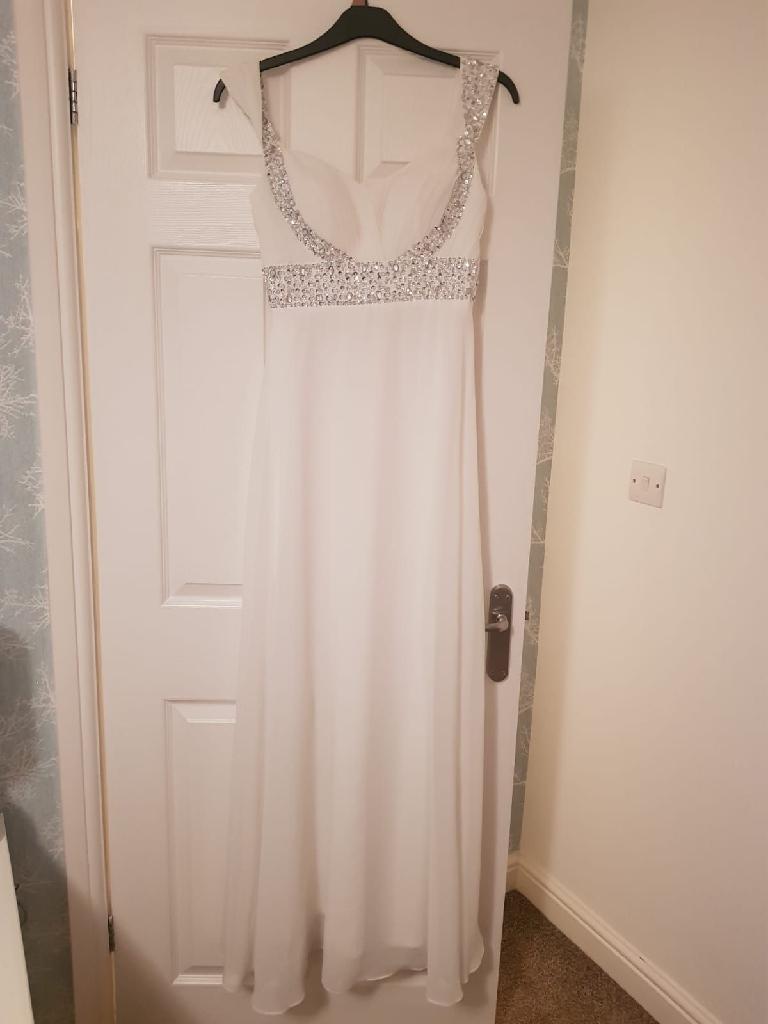 Slim fit wedding dress size 8