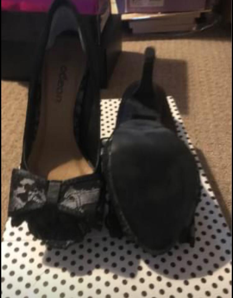 Bow heel peep toe shoes