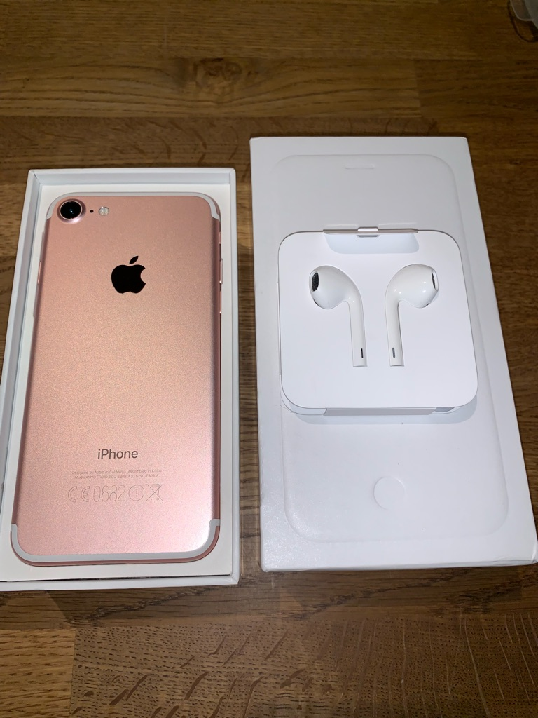 iPhone 7 64GB Rose Gold With Brand New Charger + Earphones