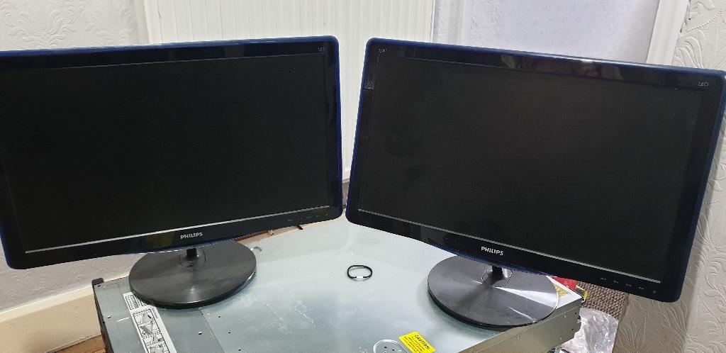 2 x LCD Monitors. 21.5 inch.