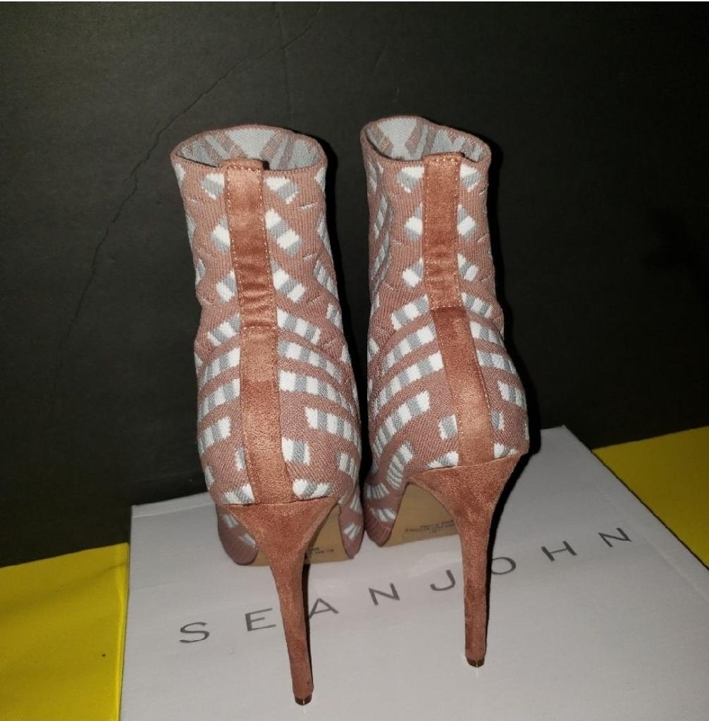 Women Fashion Boots  size 7,5,  8,  8.5