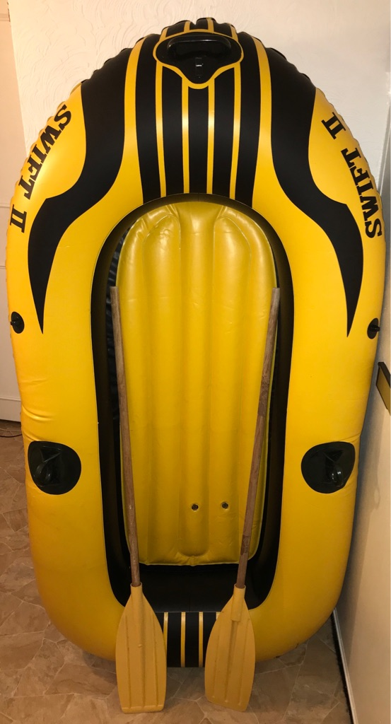 Inflatable dinghy + paddles