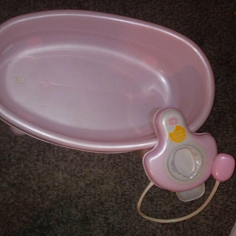 Pink jacuzzi/shower baby bath tub