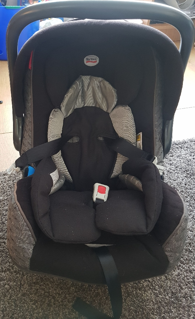 Britax pushchair, carseat, carry cot and cosy toes