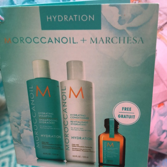 Moroccanoil hydrate gift bag