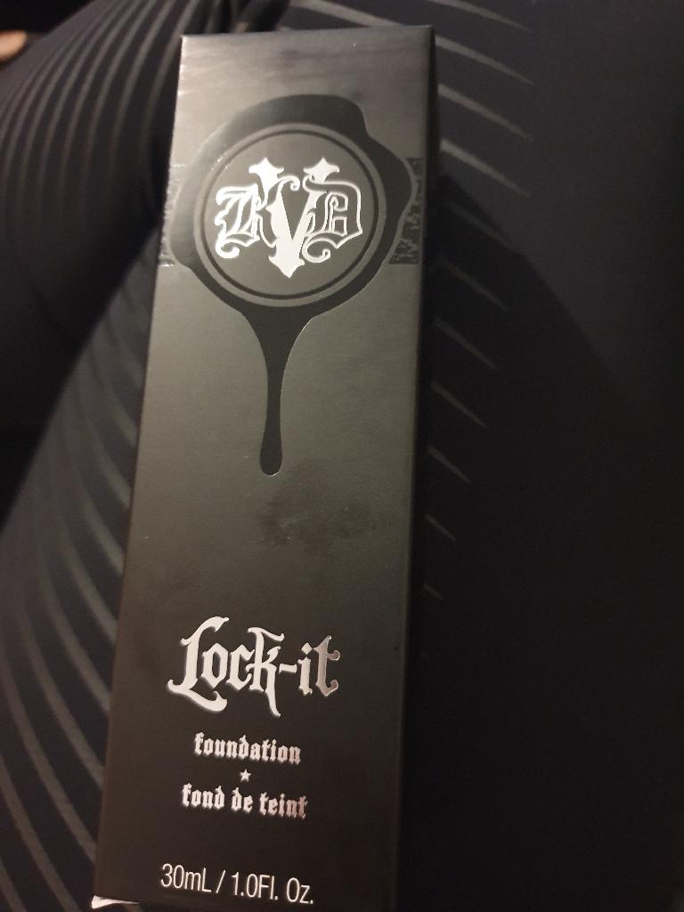 Kat von D lock it foundation