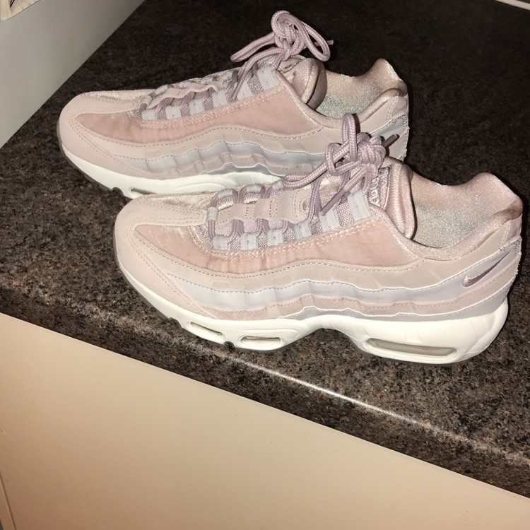 Woman's rose 95's size 4