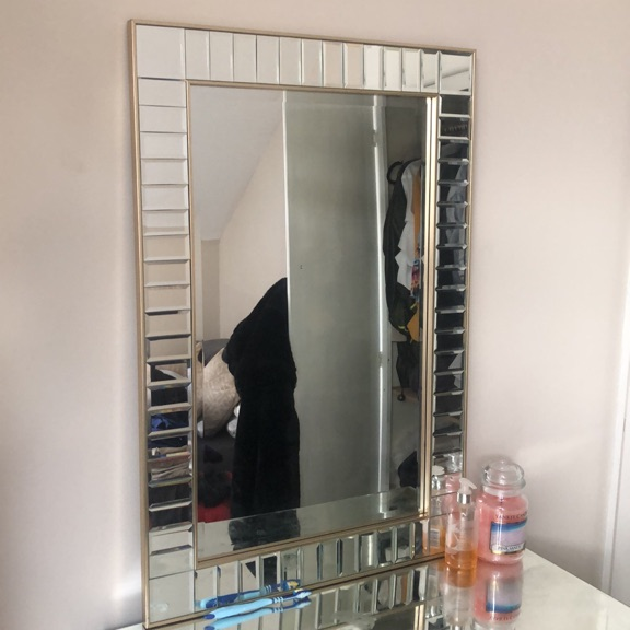 Mirrored dressing table and mirror