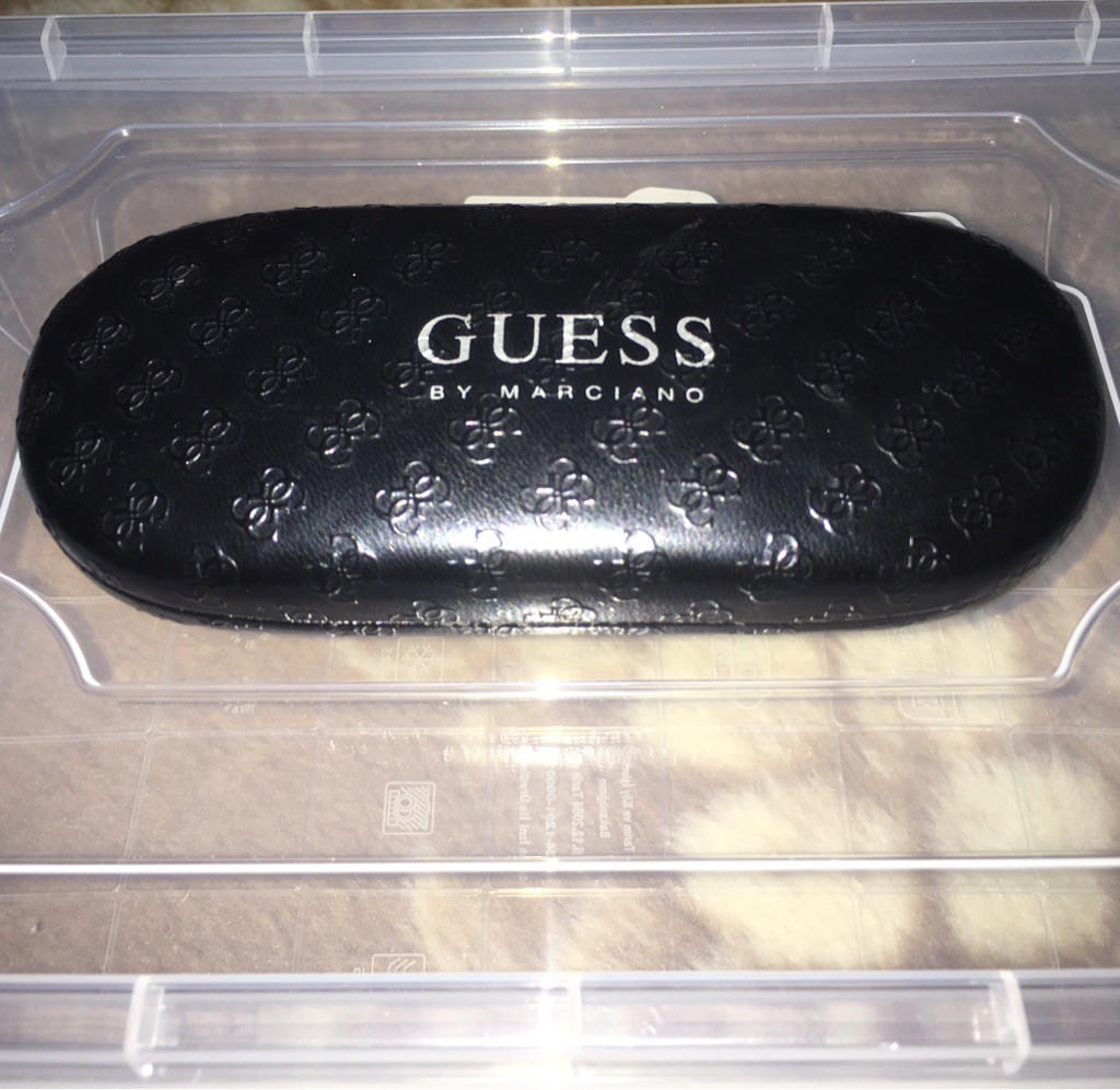 EYE/SHADE/SUN/GLASS/SPECTACLE : 'GUESS CASE'