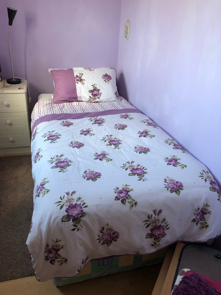 Single bed + bedding