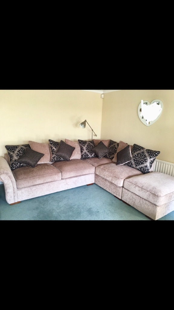 4/5 seater corner sofa with cuddle swivel chair