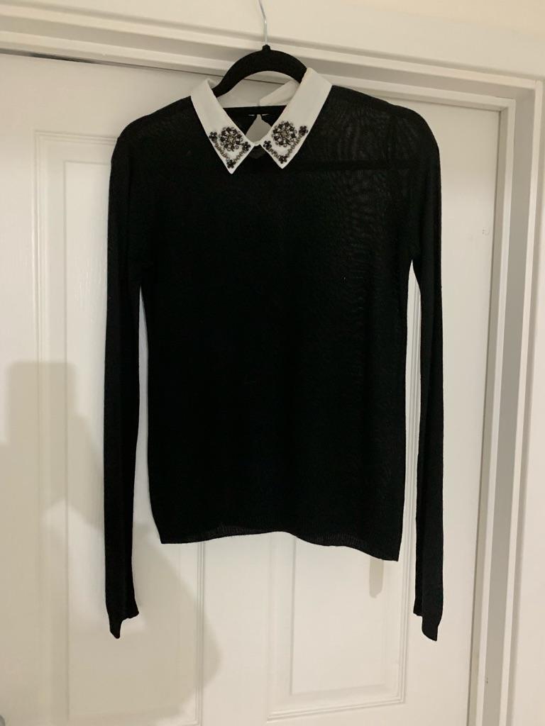 black top detailed collar