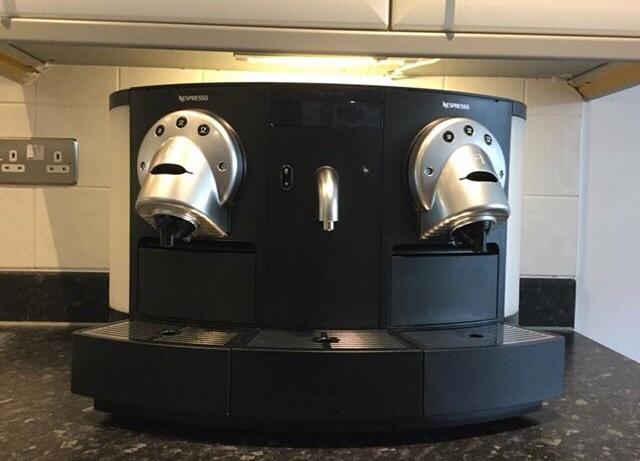 Nespresso Professional Gemini CS 20 PLUS Nespresso Cappuccinatore CS 20, 365 capsules & display box