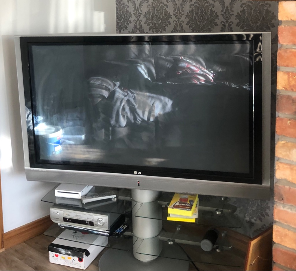 50 inch LG tv (stand not included)