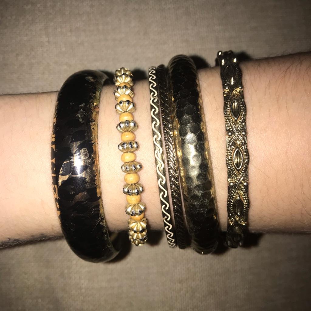 Gold bundle of 6 bracelets