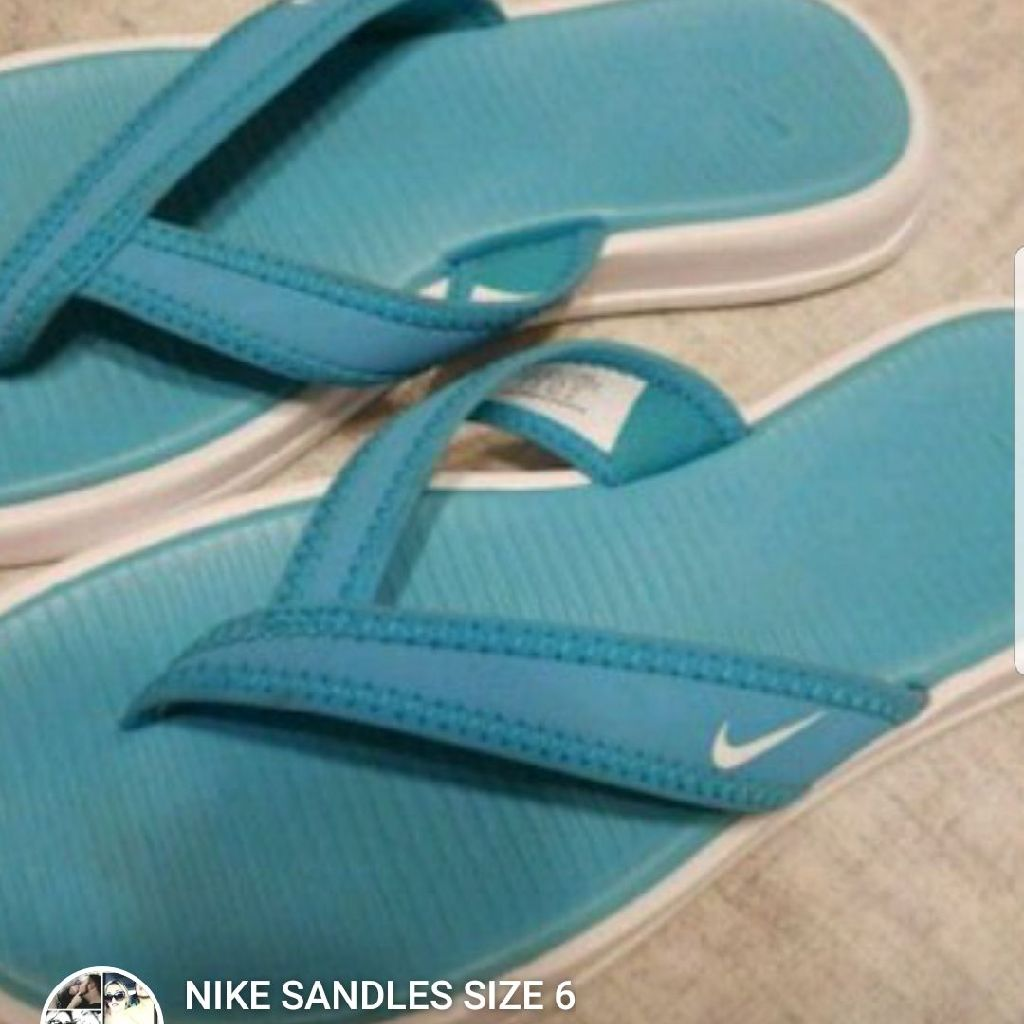 NEW NIKE SANDLES SIZE 6
