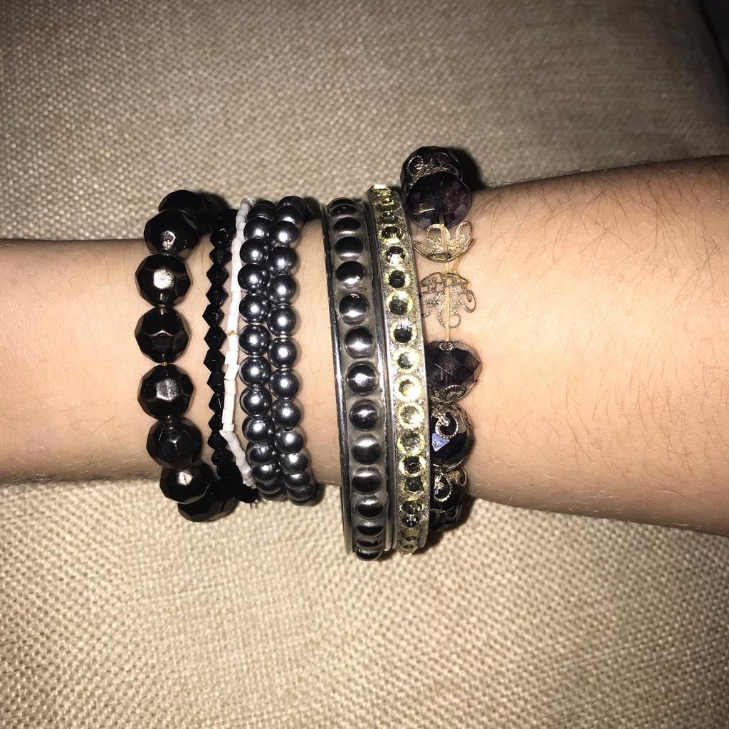 Bundle of 8 bracelets