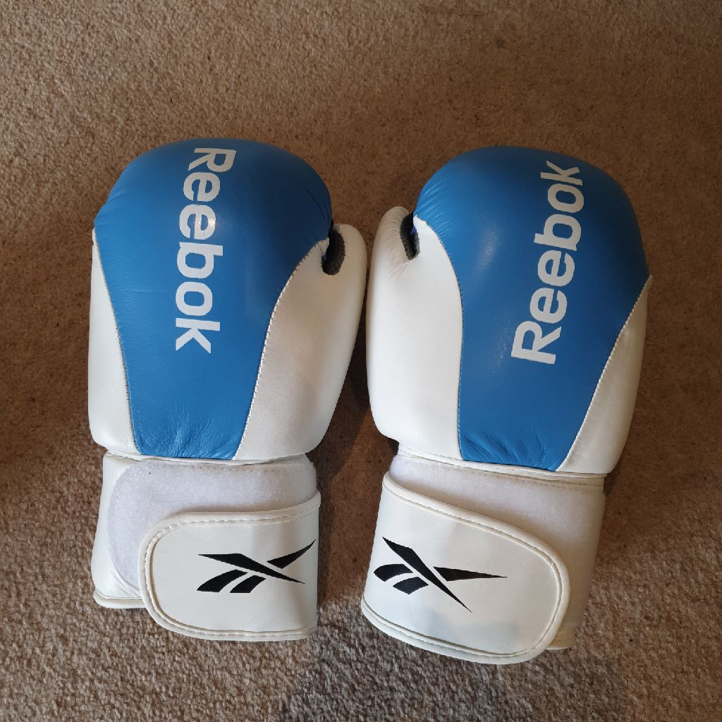 Brand new Reebok Leather Boxing Gloves Size 10oz