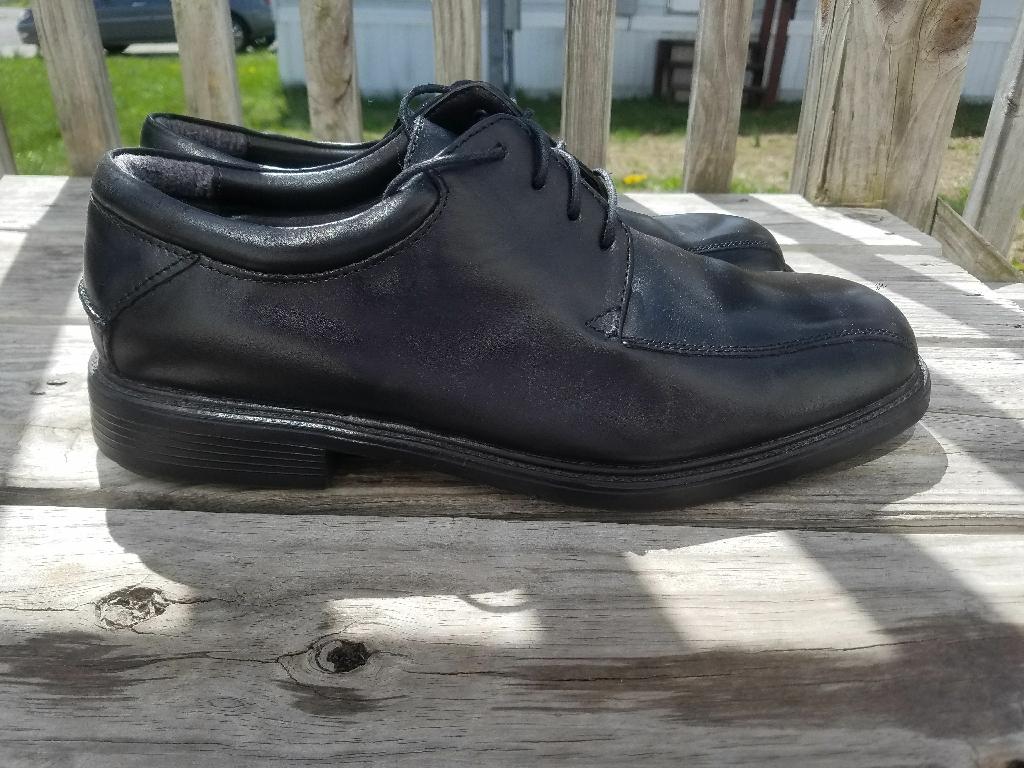 Men's dress shoes ( size 10 half)