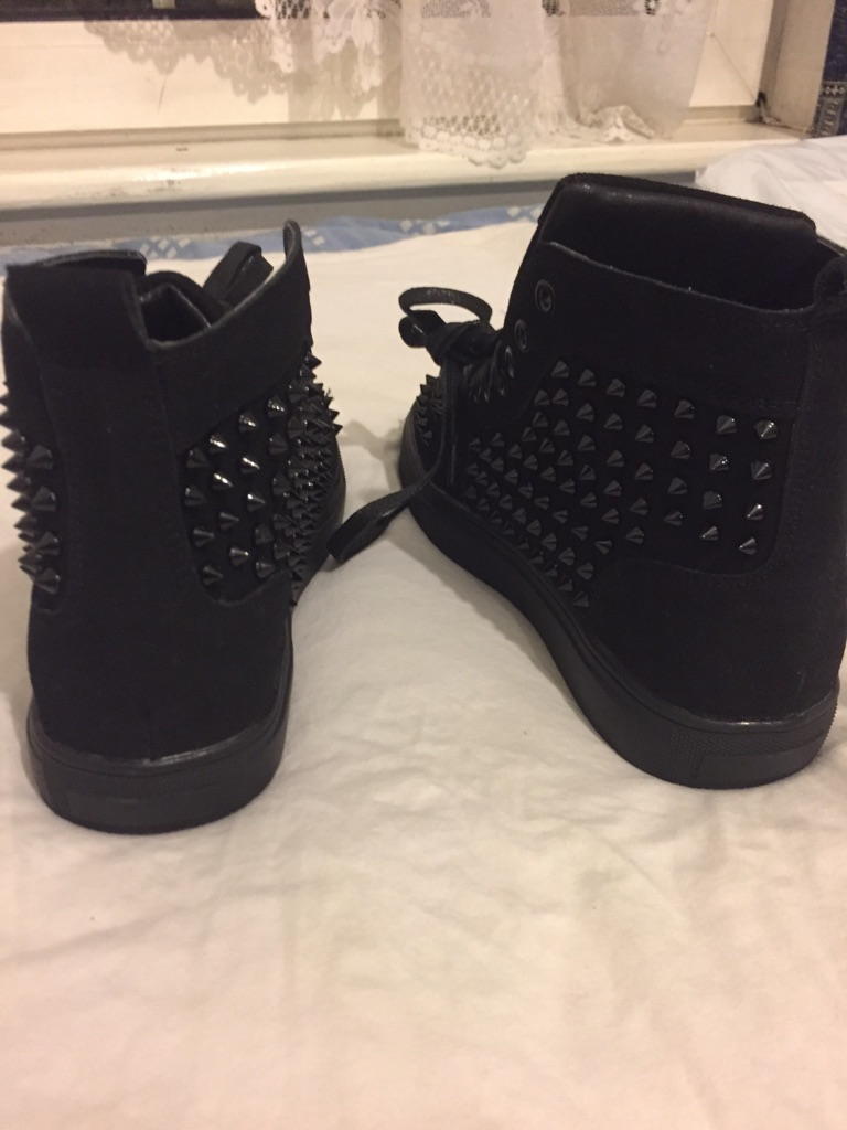 High top all nail shoes size 9