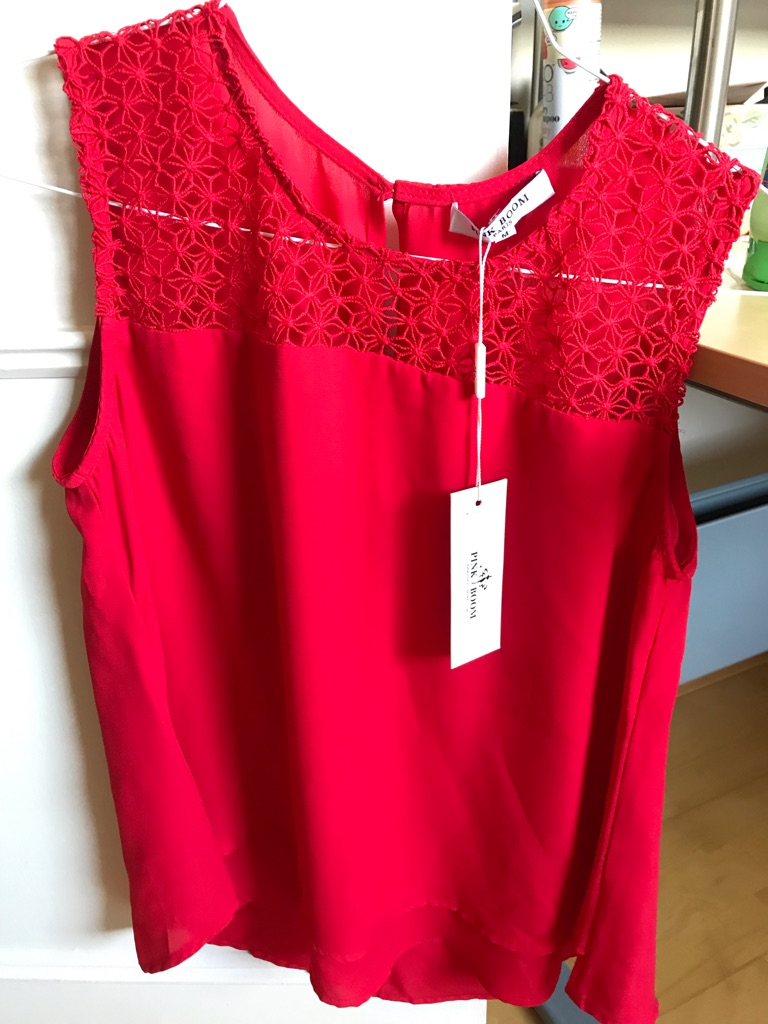 NEW Size M red top with crochet detail