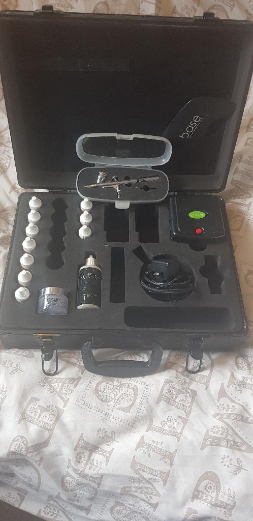 Airbase make up kit